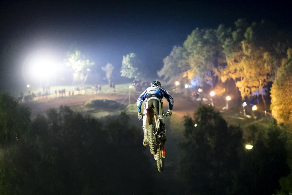 Flutlicht-Motocross in Kleinhau