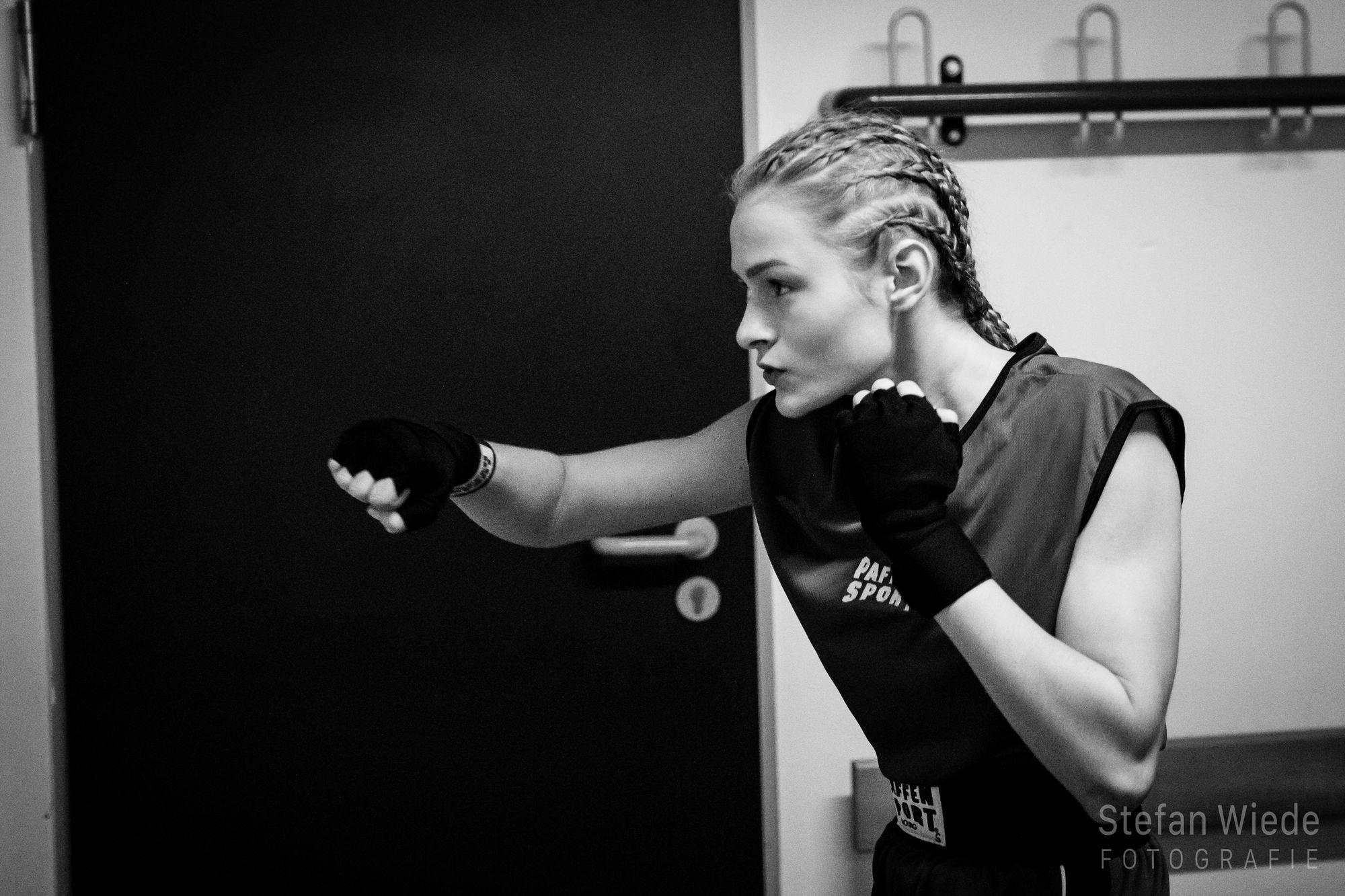 Sarah Liegmann bereitet sich auf den Kampf vor