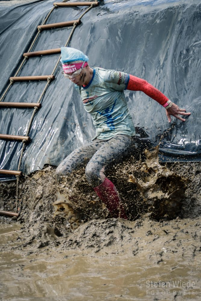 Aus dem Matsch in den Matsch beim Muddy Angel Run 2019 Rhein-Main in Bad Hönningen