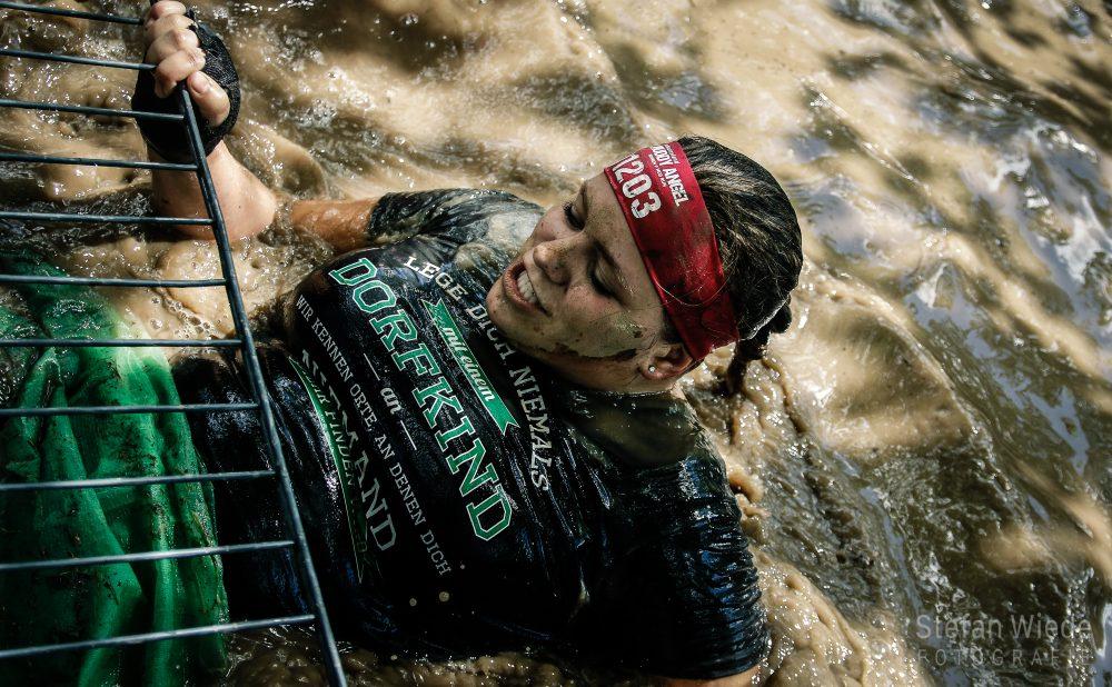 Gleich ist es geschafft beim Muddy Angel Run in Bad Hönningen